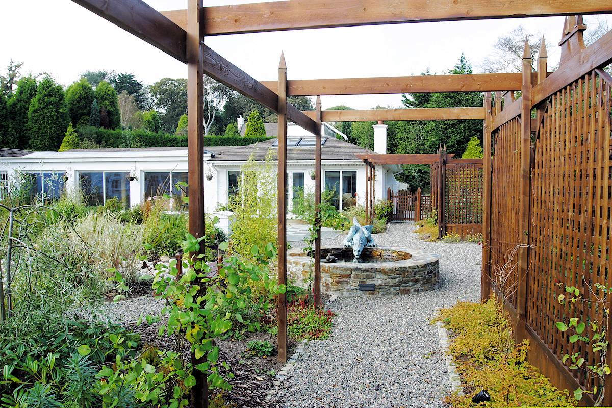Beaufield House garden design pergola
