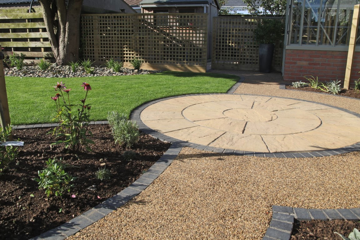 Round Paving within curved pathway and lawn
